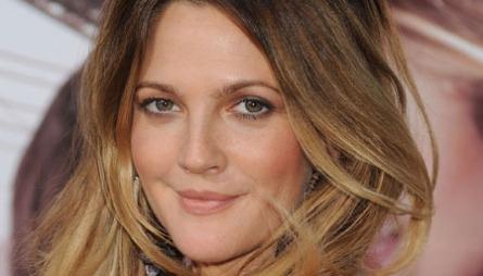 NATURLIG SKJØNNHET: Vakre Drew Barrymore er ofte naturlig sminket,   med glødende hud, markerte øyne og naturlige lepper.