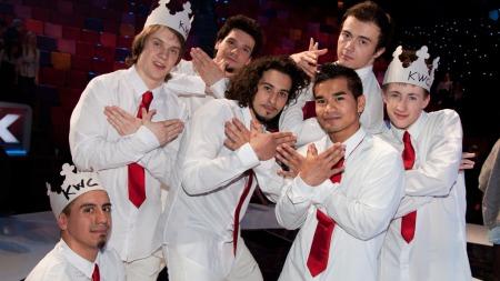 OFRER ALT: Dansegruppen Kingwings Crew ofrer alt for seier i finalen av Norske Talenter. Bakerst til venstre ser vi Trond Andrè Hansen. (Foto: Audun Braastad 5021, ©ps)