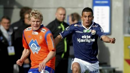 Omar Elabdellaoui i duell med Aalesunds Jonathan Parr. (Foto: Ekornesvåg, Svein Ove/NTB scanpix)