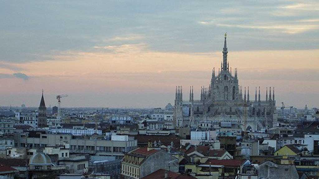 Skal du til Milano i Italia, er katedralen Duomo di Milano verdt  et besøk.