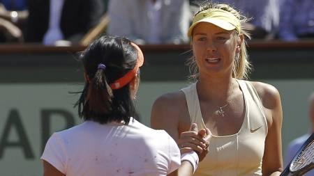 DRØMMEN BRAST: Maria Sjarapovas drøm om å vinne sin fjerde Grand Slam-tittel brast mot Na Li. (Foto: PATRICK KOVARIK/Afp)
