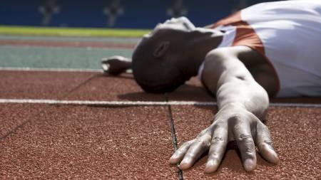 INGEN FREMGANG? Dersom du føler deg sliten og ikke klarer å gjennomføre de samme øktene med samme intensitet som før, kan du være overtrent. (Foto: SCANPIX/Science Photo Library)