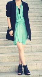 SOMMERENS HETESTE DETALJ: Gjør som moteblogger Marianne Theodorsen   aka Styledevil, og knyt opp kjolen.