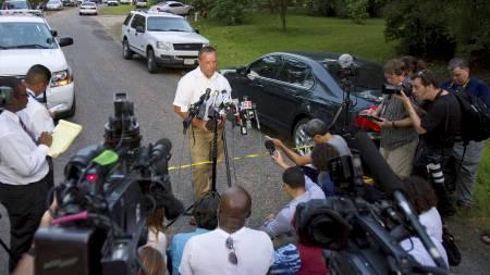 FALSKT TIPS: Politiinspektør ved Liberty County lensmannskontor,   Rex Evans, informerte pressen om at det ikke hadde blitt gjort noen funn.   (Foto: RICHARD CARSON/Reuters)