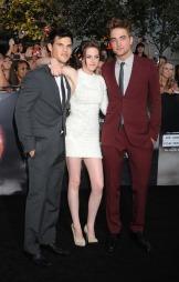 TRIO: Robert Pattinson Taylor Lautner og Kristen Stewart har blitt svært berømte etter Twilight-suksessen. (Foto: Jeffrey Mayer, ©JM)