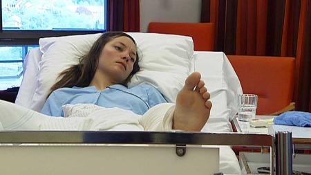 YDMYK OG TAKKNEMLIG: Anniken fryktet det verste da hun lå fast i fossen. (Foto: TV 2)