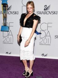 MODERNE ROMANTIKK: Chloë Sevigny mikset rått og elegant med egen design, Chloë Sevigny for Opening Ceremony.