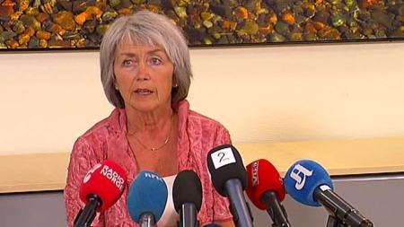 FJERDE AVSLAG FOR TREHOLT: Leder for Kommisjonen for gjenopptakelse av straffesaker, Helen Sæter, under torsdagens pressekonferanse. (Foto: TV 2)
