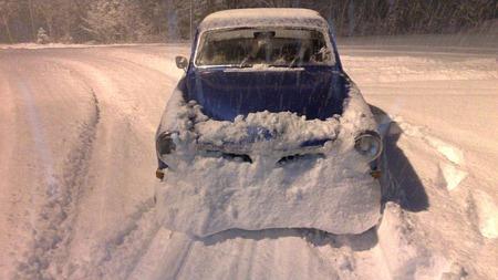 Kjøring under slike forhold er moro, men det gjelder å passe på. Adrian fikk seg en smell... (Foto: Privat)