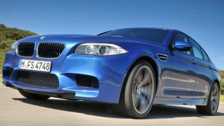 BMW M5 skrått foran