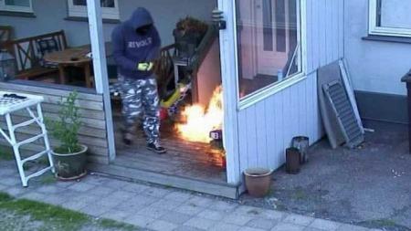 Ildspåsetter og flammene 2 (Foto: TV2 Danmark)