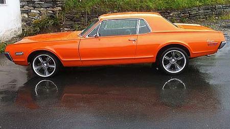 Store, moderne hjul på klassiske biler - såkalt