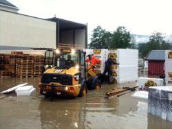 Vannet stiger på Q-Meieriet i Gausdal. (Foto: Harald Jacobsen   / TV 2)