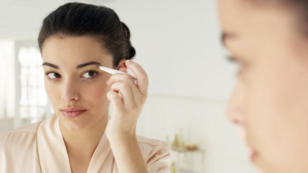 PERFEKTE ØYENBRYN? Velformede øyenbryn kan gjøre deg yngre og få deg til å se mer våken ut. Vi gir deg tipsene til hvordan du får perfekte øyenbryn.