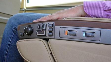 Det er ikke spart på noe i Jon Bon Jovis anonyme luksusbil. Den kostet da også over 80.000 dollar ny, og kan nå kjøpes for 26.000 - og kanskje mindre. Foto: eBay