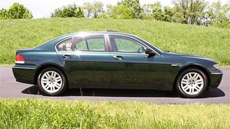 Det finnes knapt noen luksusbil som er mindre opprørersk og anonym enn en full-lesset, lang BMW 7-serie. Her lukter det byråkrat eller, ehm... norsk statsminister lang vei. Foto: eBay