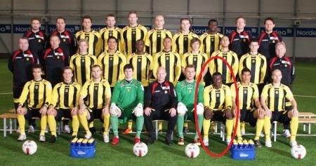 Oke Akpoveta snek seg med på Lillestrøms lagbilde allerede da han trente med klubben i vinter (Foto: LSK.no)