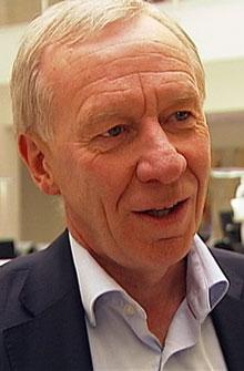 KRITISK: Administrerende direktør i TV 2, Alf Hildrum, er overrasket og kritisk etter at TV 2 ikke fikk være med på budrunde om fotballrettighetene. (Foto: TV 2)