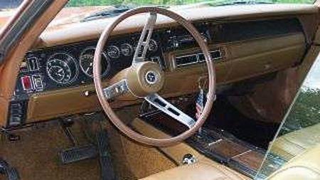 Bilen bærer preg av å ha blitt tatt godt vare på både i USA og her hjemme gjennom de 42 årene som har gått siden den ble solgt ny til Sveinungs foreldre i Redwood City, California. Foto: Privat