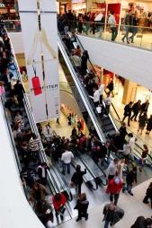 Sosial angst: Et fullt handlesenter kan utløse angst hos mange. (Foto: Illustrasjonsbilde/Colourbox.com)