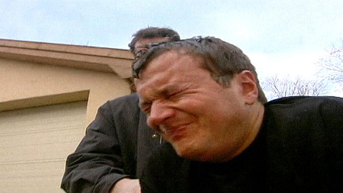 TESTET PEPPERSPRAY: TV 2s reporter Espen Fiveland testet politiets pepperspray i en reportasje i 2003. (Foto: Tom Bundli/TV 2)