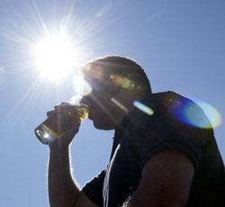 Alkohol og iskaldt vann er en dårlig kombinasjon. (Foto: Thomas Bjørnflaten / SCANPIX)