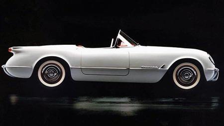 Corvette var bare ment for å teste ut det nye produksjonsmaterialet glassfiber, samt for å måle folks reaksjoner da den debuterte på Motorama i januar 1953. Publikum krevde at den ble satt i produksjon, og det skjedde litt hals over hode allerede i juni samme år. Foto: Netcarshow.com