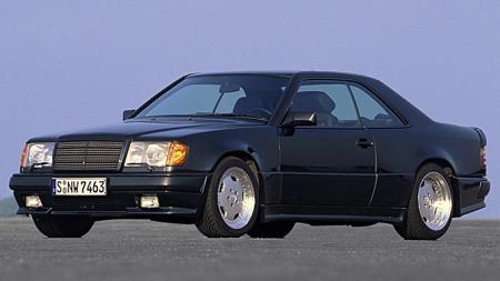 En Mercedes 300 CE 6,3 AMG var en brutal drømmebil i 1988, og er det strengt tatt fremdeles. Den var også totalt uoppnåelig, med mindre du slo kloa i restene av en gammel ambulanse. Foto: Netcarshow.com