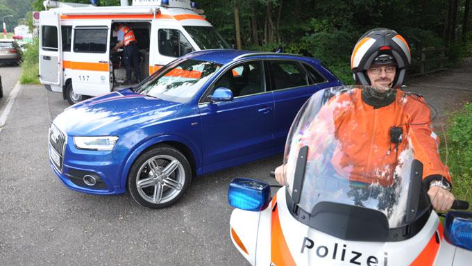 """Q3-en er """"fanget"""" mellom av sveitsisk politi. Politimann Oliver Derrer synes Audi-sjåfører er harde på gassen - men liker designet på nye Audi Q3."""