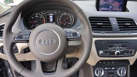 Smakfullt og stilig er stikkord for interiøret i Audi Q3 - her i beige og brun fargekombinasjon.