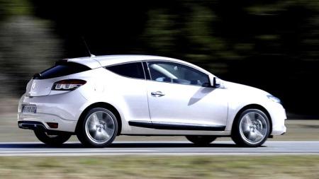 Nye Renault Megane coupe kjennetegnes av sporty linjer. Men den blir neppe noen stor salgssuksess i Norge.