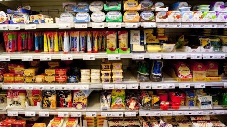 BLIR DYRERE: Kjøtt egg, supper, brødvarer og pålegg er blant varene som får en kraftig prishopp fredag. ILLUSTRASJONSBILDE (Foto: Scanpix/Tore Meek)
