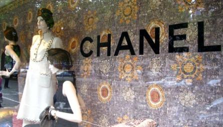 SN3: Chanel er bare noen av fristelsene innenfor Sn3s butikkvinduer.