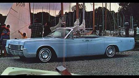 1967 Lincoln Continental convertible. Foto fra brosjyren.