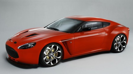 Aston Martin skrått forfra