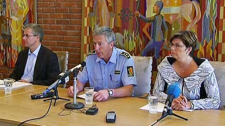 Direktør Jonny Skoglund i Airlift, lensmann Øyvind Rosseland   og ordfører Solfrid Borge i Ullensvang. (Foto: TV 2)