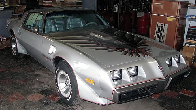 """10th Anniversary-utgaven av 1979 Trans Am hadde en """"teoretisk"""" nypris på 10.600 dollar, men ble vanligvis solgt for langt høyere pris ettersom det var forventet lav produksjon og fremtidig samlerverdi. I dette tilfellet åtte-doblet prisen seg på 32 år. Foto: Beckort Auctions"""