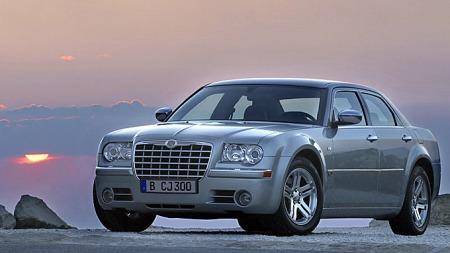 Dette er utgangspunktet. Chrysler 300C sedan er en røslig bil i seg selv - og solgte ganske bra i en periode.