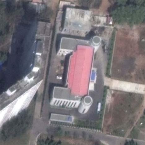 FERDIG: Slik ser komplekset ut ifrå lufta når det var ferdigstilt.   (Foto: North Korea Electronics/Google Earth)