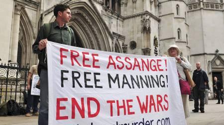 Noen få aktivister hadde møtt frem. (Foto: LEON NEAL/Afp)