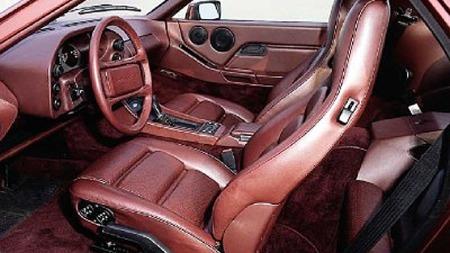 Bakseteplassen var ikke enorm i 928 heller, men fikk du plass under taket så satt du faktisk ikke så halvgæernt i setene. Nå er det mye som taler for at Porsche har en ny todørs, fireseters GT-bil på trappene. Foto: Porsche