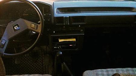 I 1986 var dette et spartansk, men greit interiør. I dag setter vi kravene til både komfort og sikkerhet adskillig høyere. Foto: Privat