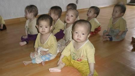 Dette bildet fra 2008, tatt av representanter fra World Food   Programme, viser underernærte barn på et barnehjem i Chongjin, nord i   landet. (Foto: AFP/AFP)