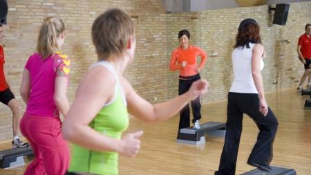 Trener du hard aerobic i en hel klokketime kan du forbrenne   bort de nærmere 700 kaloriene du inntok om du valgte müsli-frokosten.   (Foto: Illustrasjonsfoto)