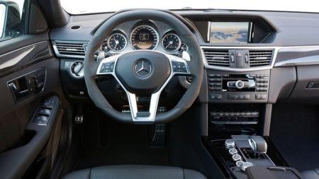 Mercedes-Benz-E63_AMG_dashb
