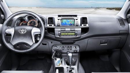 Personbilfølelse lover Toyota, japanske pickup-interiører er ikke hva de en gang var.