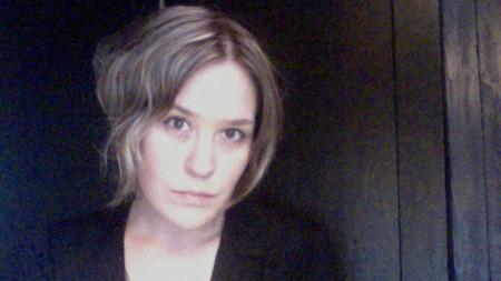 Ida Elise Eide Einarsdóttir er moteekspert i TV 2 Mote. Hun kan fortelle at høstens sminketrender består av både det dramatiske og sensuelle, og det  minimalistiske og naturlige.