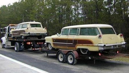 Minst to av de 12 1956-modellene var kremgule med hvitt tak og woodgrain på sidene - det viser dette bildet fra fem-seks år tilbake, da eieren av begge la ut den ene for salg. Foto: eBay