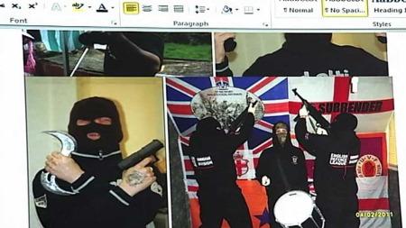 POSERER MED VÅPEN: Nick Lowles viste TV 2 disse bildene av medlemmer i English Defence League. (Foto: Frode Hoff)