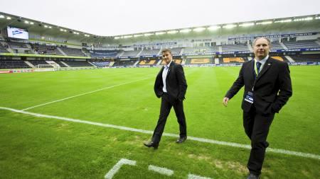 KAMPEN BLE AVLYST: Molde-trener Ole Gunnar Solskjær forlot fredag Sør Arena etter at kampen mellom Start og Molde ble avlyst som følger av tragedien i Oslo og på Utøya. (Foto: Grøtt, Vegard/Scanpix)